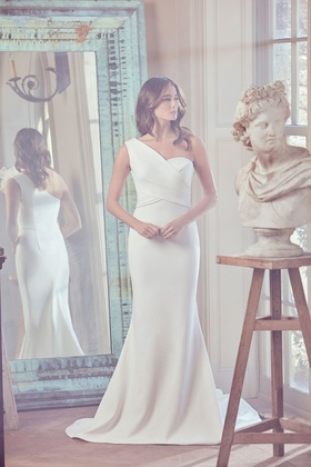 Sareh Nouri Spring 2019 collection crepe one shoulder gown with chapel train