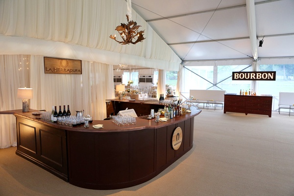 horseshoe-shaped bar, u-shaped bar, Texas-inspired reception