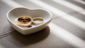 Wedding rings before wedding ceremony in heart shape ring holder dish tray wedding photo ideas