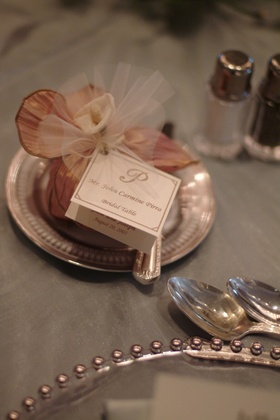 Place card attached to jordan almond dragee wedding favors