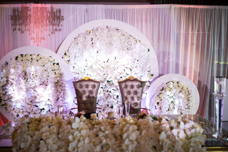 wedding reception sweetheart table royal wedding gold flower arrangements orchids in white circles