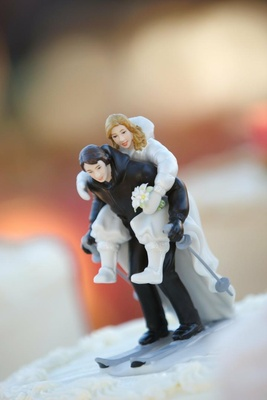 Bride and groom on skis wedding cake topper