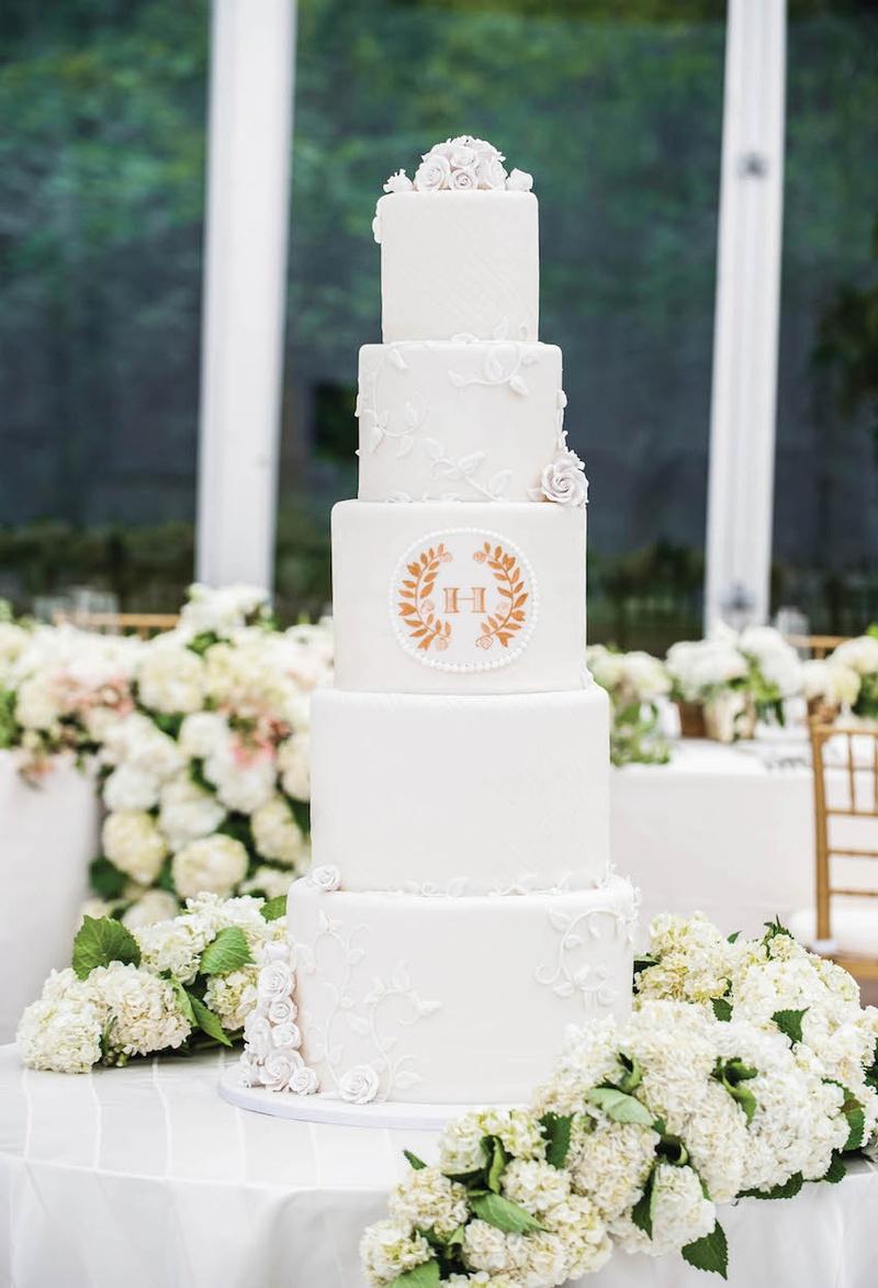 cakes amp desserts photos white cake with laurel leaf