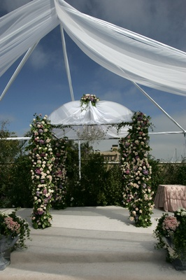 Outdoor Jewish ceremony décor