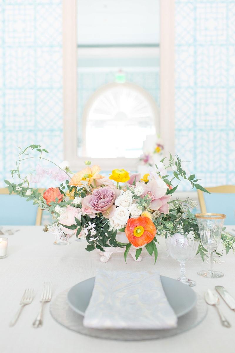 Reception Décor Photos - Place Setting with Low Flower Arrangement ...