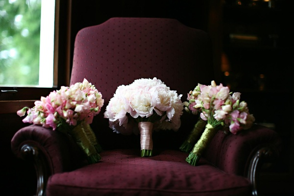 bridesmaid bouquets with pink white and green flowers