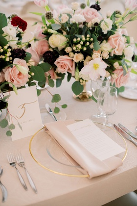 wedding reception mariana paola vicente kike hernandez blush linen gold charger burgundy pink flower
