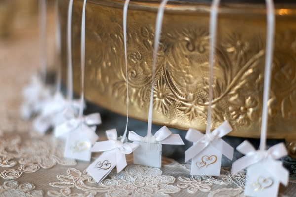 Wedding cake pulls on white ribbons with white bows, labels with golden hearts