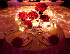 Couple's table with gold details and red flowers