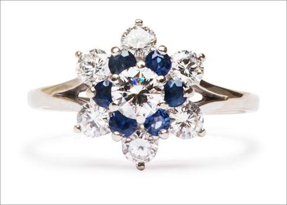 """Vintage """"Claremont"""" ring in 18K white gold featuring a 0.25ct round brilliant-cut diamond with sapph"""