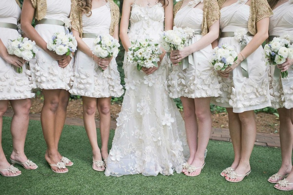 Bridesmaids in short dresses with white and blue bouquets
