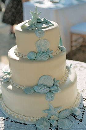 Beach wedding cake with blue seashell decorations