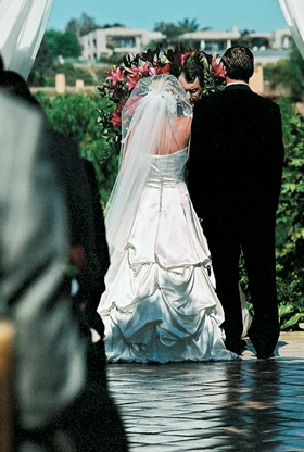 Pick-up wedding dress with long veil