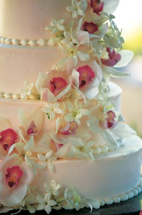 Light pink cake with fresh flower decoration