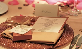 Sparkling charger plate with menu card and favor