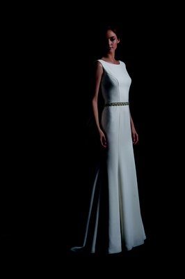 Sleek Wedding Dress With No Sleeves And Seams
