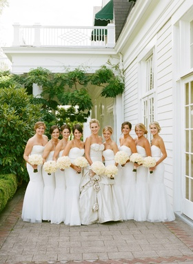 Bride with eight bridesmaids in white gowns and bouquets