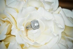 Square-shaped diamond ring in gardenia