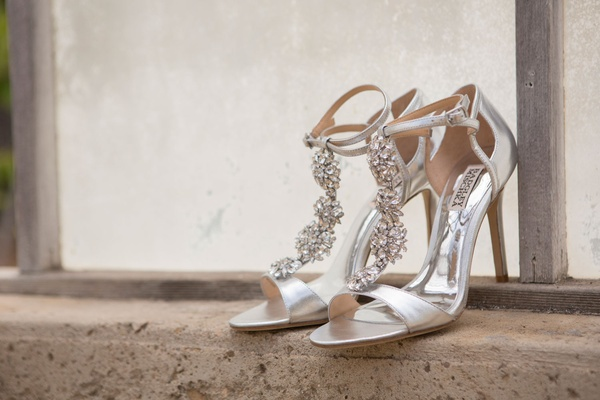 Badgley Mischka sparkle silver heels open toe sandals ankle strap t strap