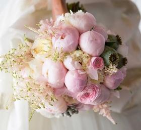 Chudney Ross wedding bouquet pink peony white garden rose pink ranunculus flower arrangement