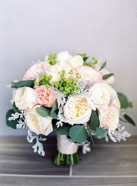 wedding bouquet garden rose white pink leaves greenery eucalyptus heatherlily bouquet