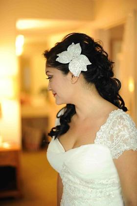 Crystal-embellished white floral hair pin