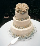 White wedding cake with blue and white hydrangeas