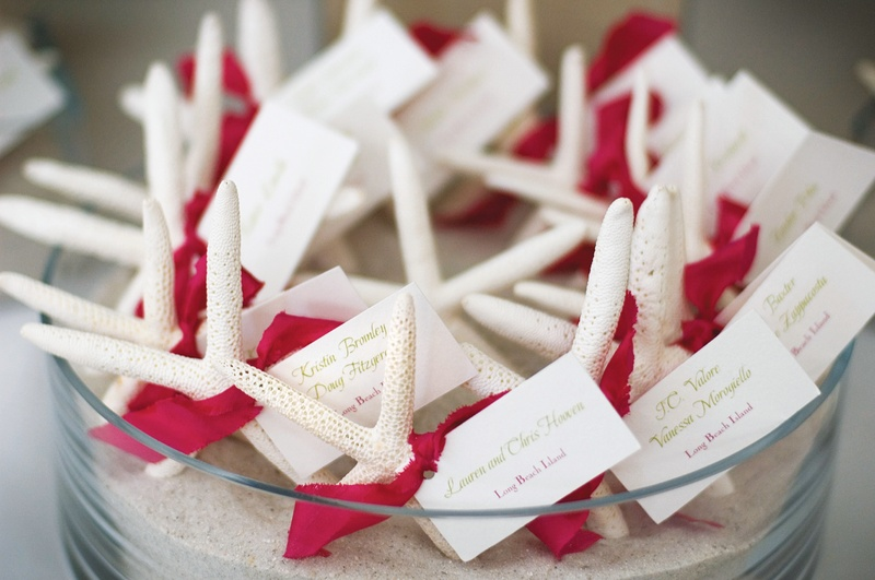 place cards tied to starfish with pink ribbon