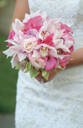 Light and hot pink florals in bride's bouquet
