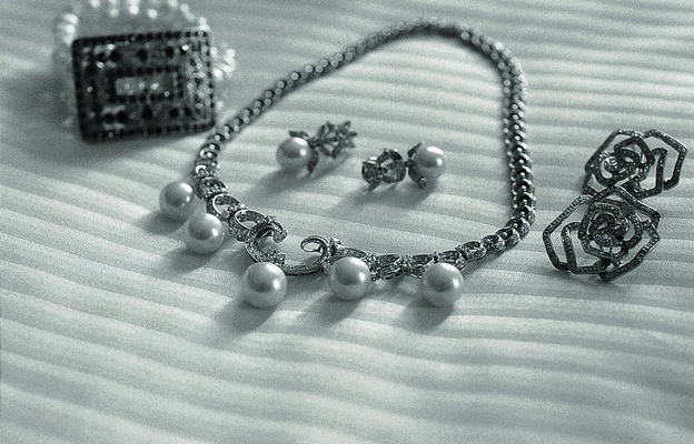 Black and white photo of pearl necklace
