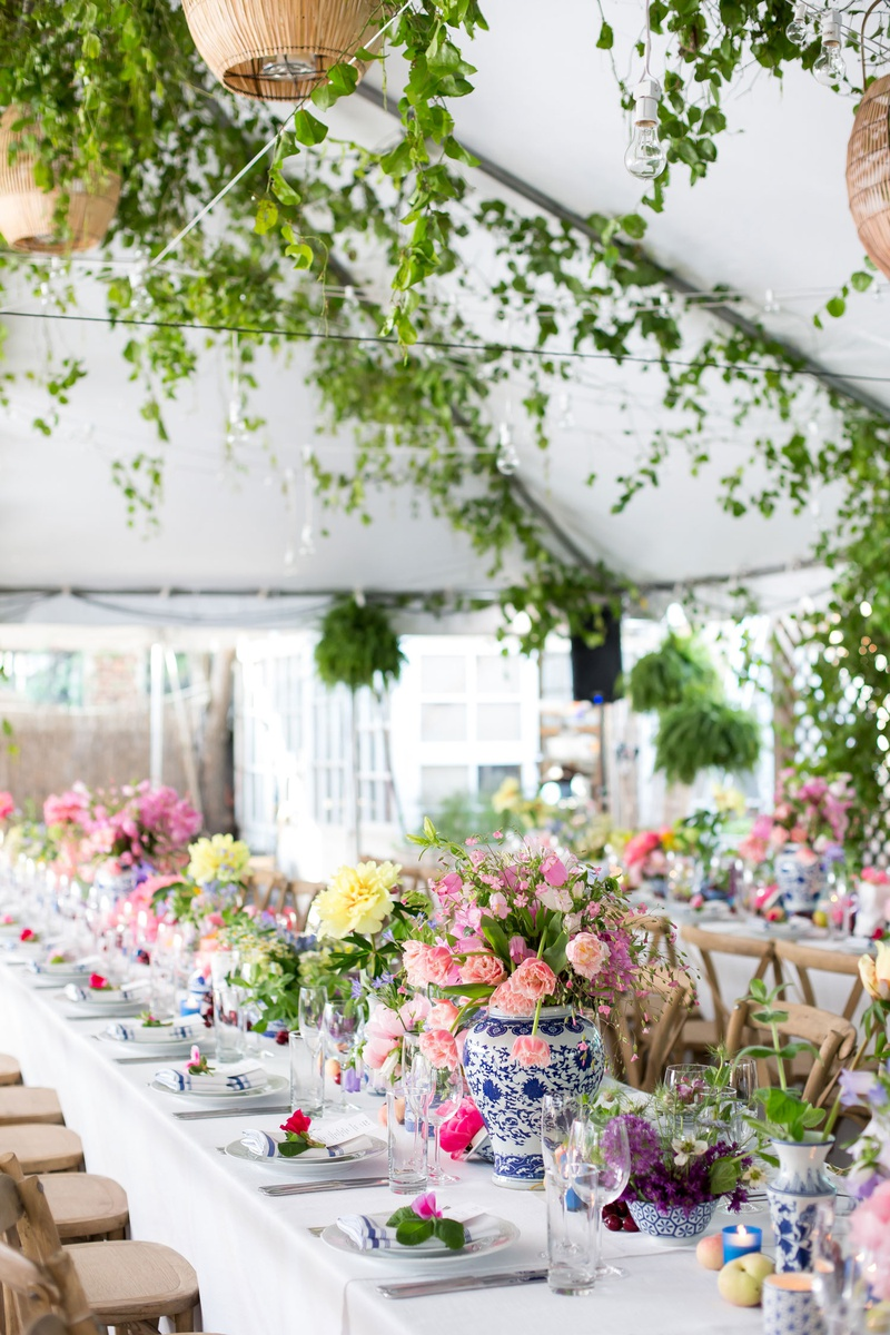 chinoiserie vases, pink and yellow flowers, king's table for tented rehearsal dinner with flowers