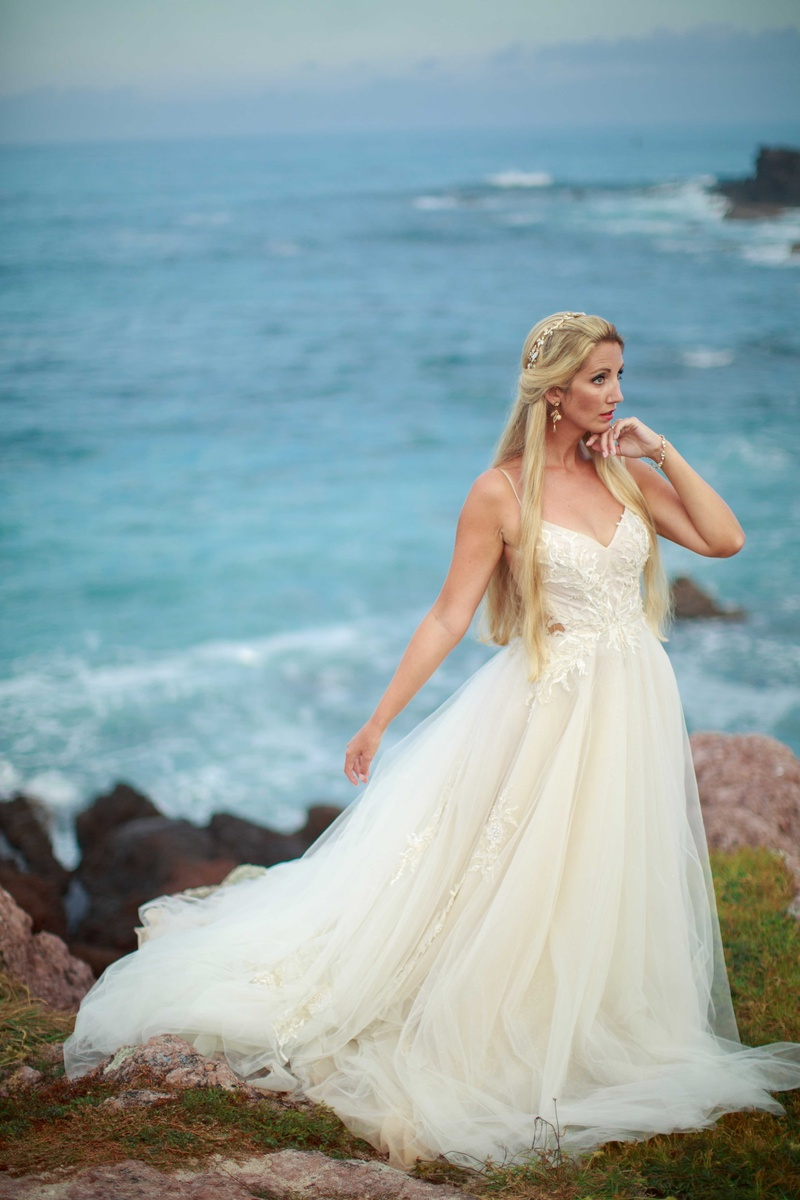 Wedding Dresses Photos - Sweetheart, Backless, Tulle Wedding Gown ...