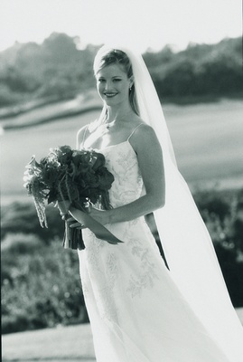 Black and white photo of bride in L'Ezu Atelier