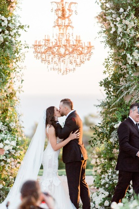 Wedding ceremony kiss charlise castro houston astros mlb player george springer iii chandelier