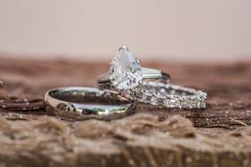wedding engagement ring pear teardrop shape diamond baguette side stones wedding rings