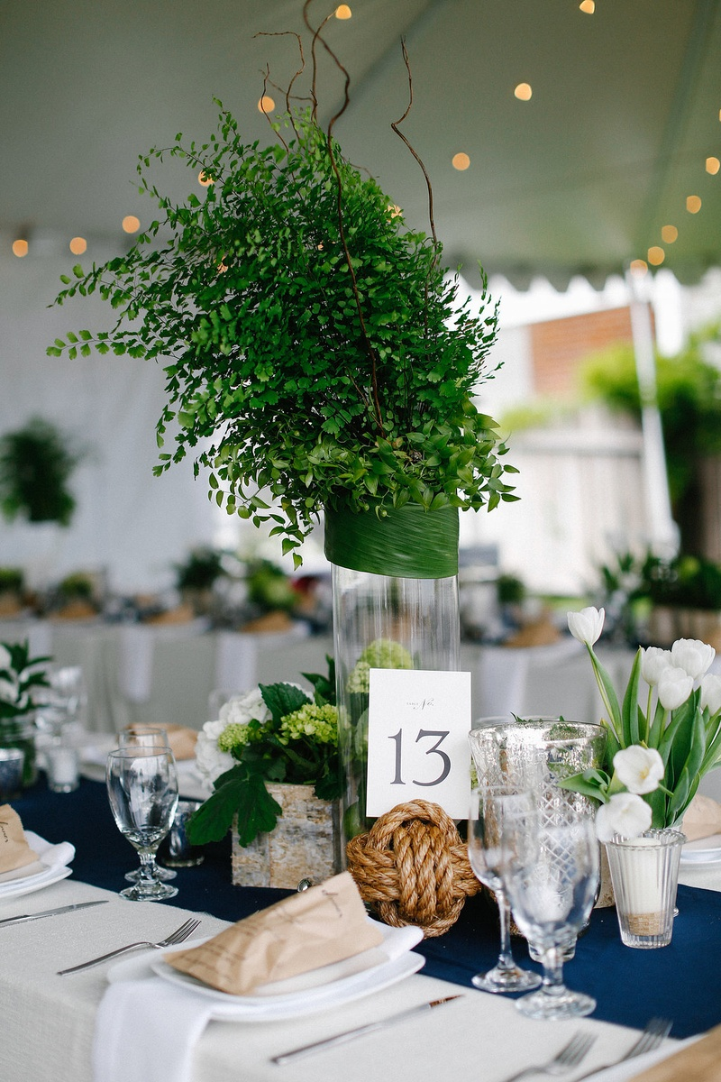 Reception d�cor photos greenery centerpiece with