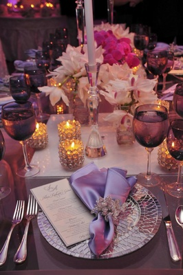 Wedding place setting with mirror plate and purple details