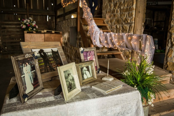 ca5a009e14b9c0 Western Wedding with Rustic Décor at the Oldest Barn in Iowa ...