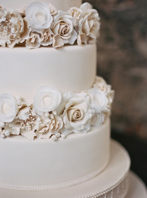white wedding cake fondant with sugar flowers champagne ivory white blush roses and florals