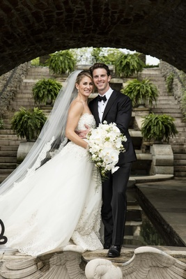 groom bride holding large bouquet wedding cincinnati Zuhair Murad gown veil outdoor pose smiles