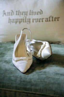 Wedding heels with bow and tips