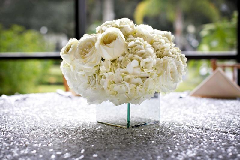 Reception d�cor photos white hydrangea garden rose