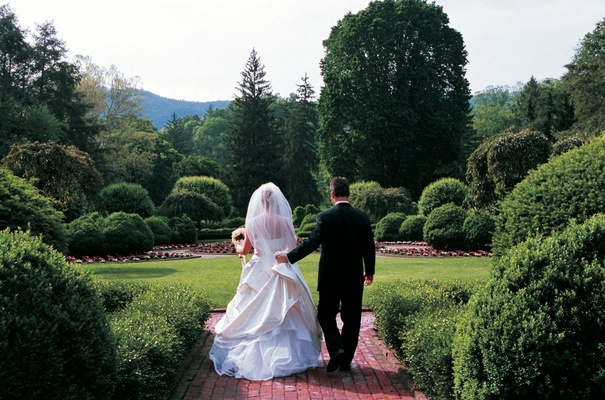 Couple walk on grounds of Greenbrier Resort