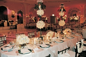 Oval table with centerpiece runners