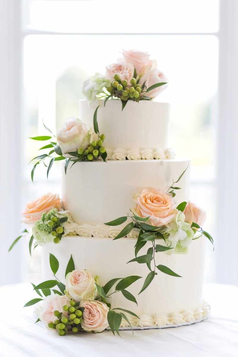 Cakes & Desserts Photos - Wedding Cake with Peach Roses - Inside ...