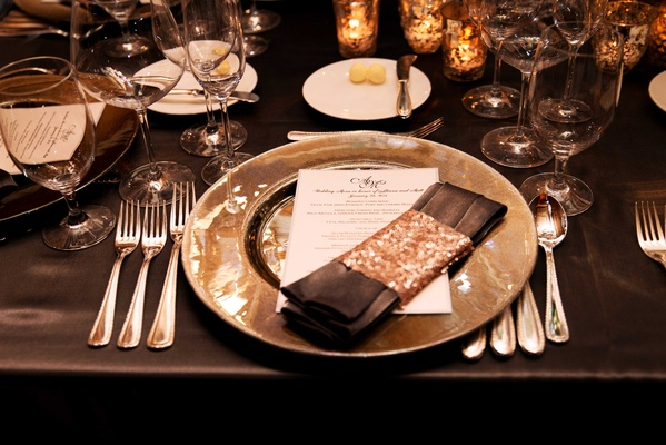 Wedding reception dark linen tablecloth with charger plate, linen napkin with gold sequin wrap