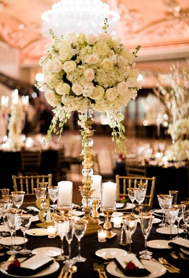san francisco giants joe panik wedding, centerpiece with roses and hydrangeas, gold and crystal