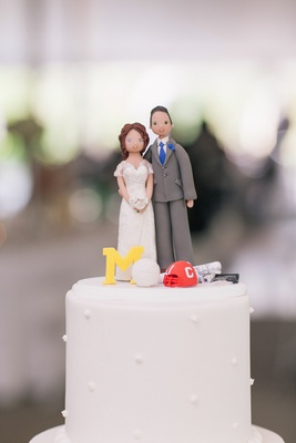 Cake topper that looks like bride and groom