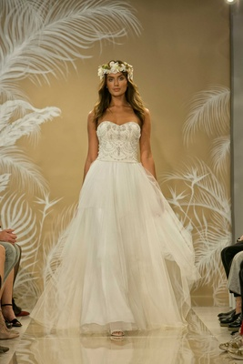 Bridal Week: Bridal Gowns Inspired by Destination Beach Brides ...