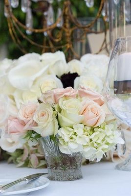 White hydrangeas and pink roses in small vase